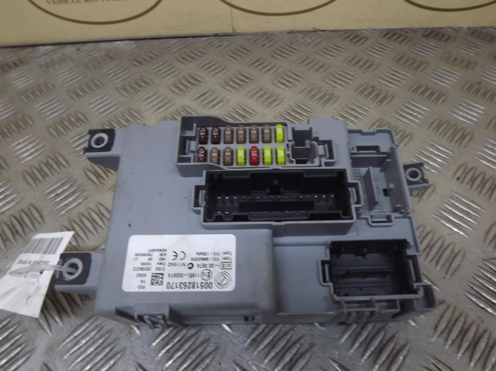 fiat grande punto 1 2 diesel fuse box fusebox. Black Bedroom Furniture Sets. Home Design Ideas