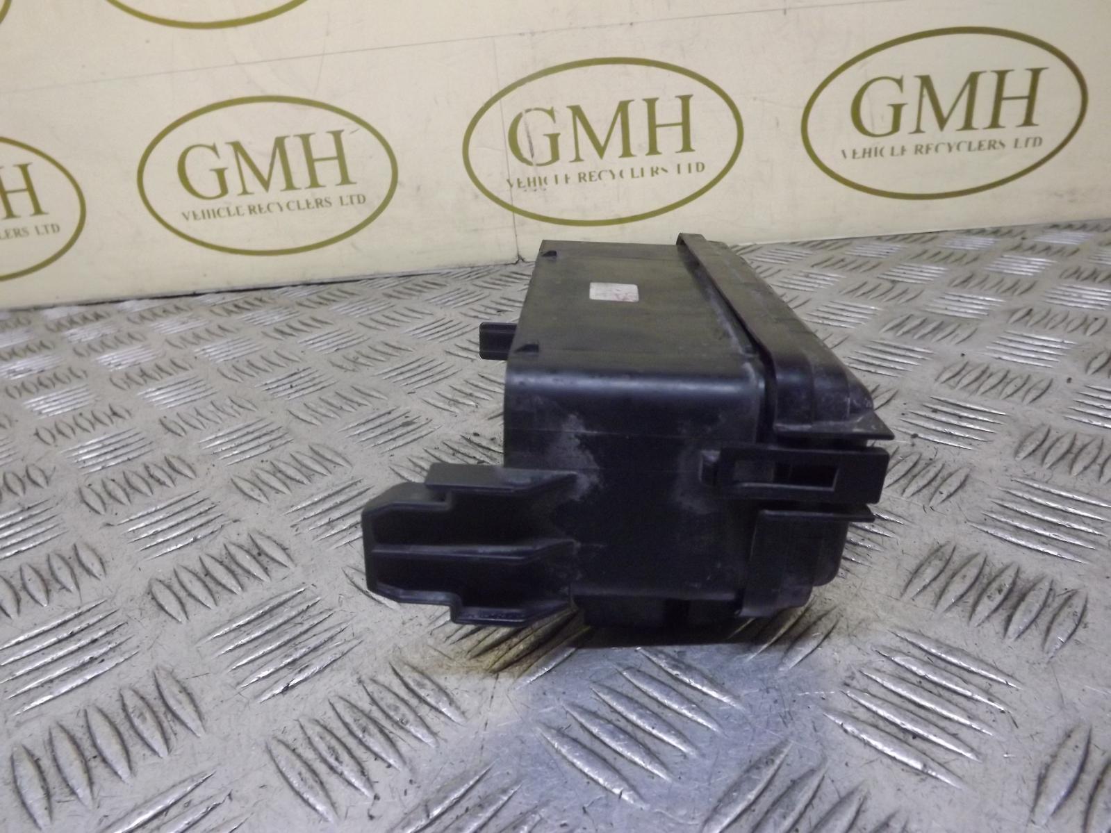 Fuse Box Nissan Almera 2000 : Nissan almera petrol engine bay fuse box underbonnet