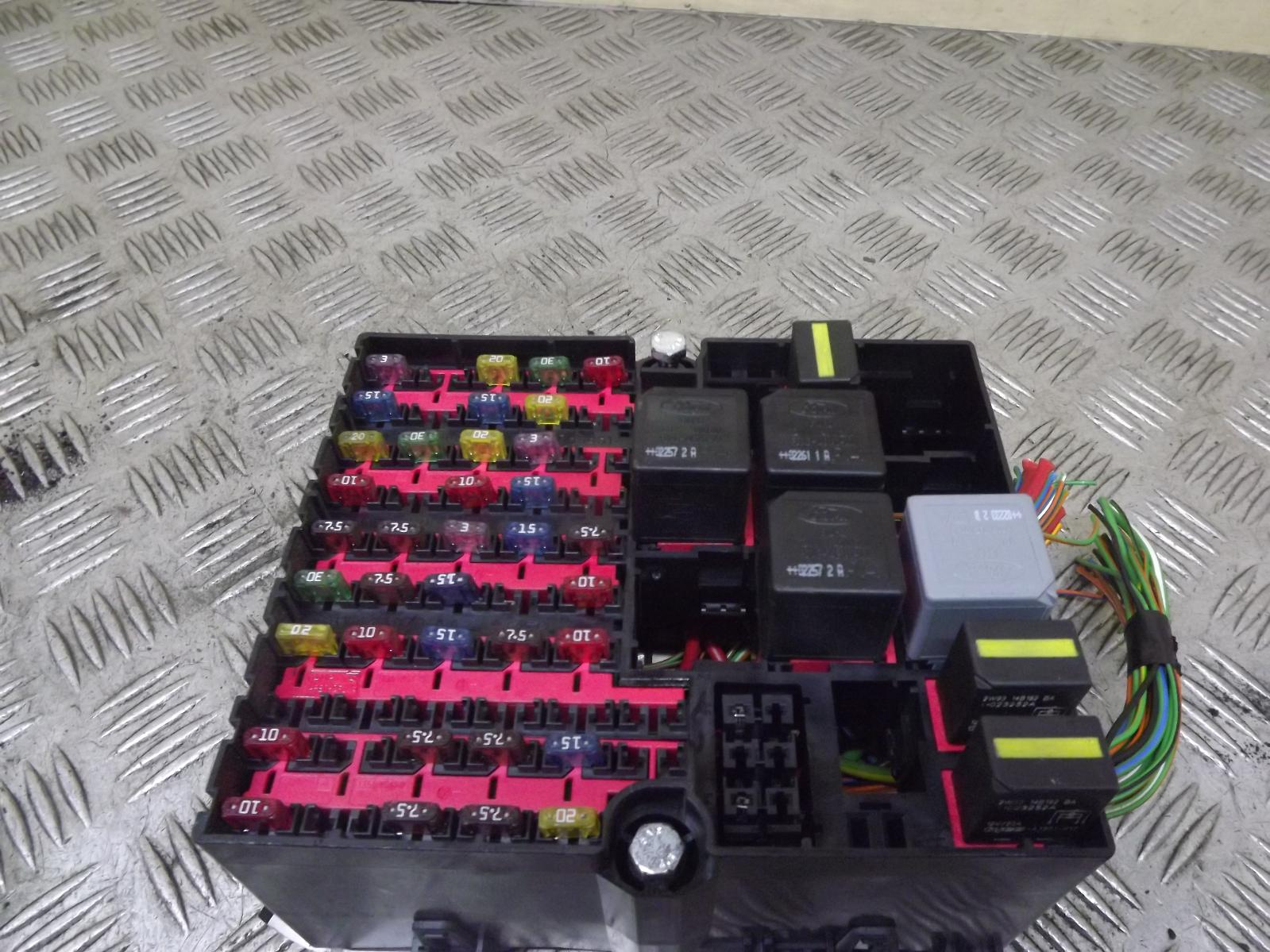 ford fiesta 1 4 petrol interior fuse box fusebox 2002 2008 ebay. Black Bedroom Furniture Sets. Home Design Ideas